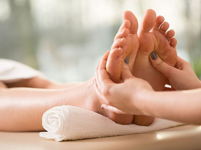 What is the Difference Between a Foot Rub and a Reflexology Session?