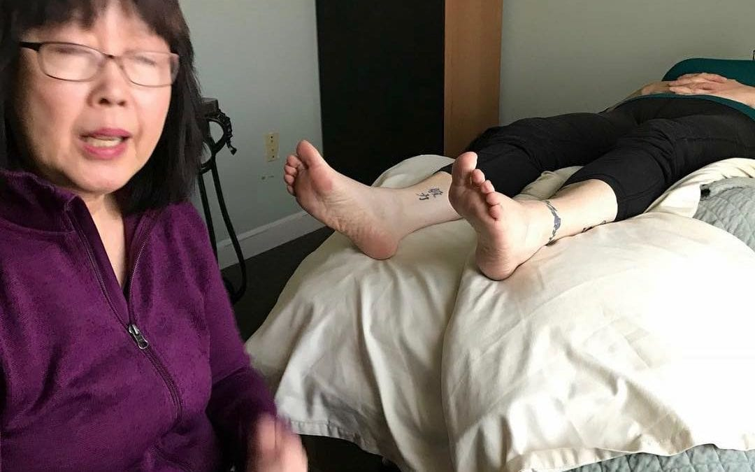 Nothing like a live demonstration with a client on the table for reflexology. https://youtu.be/5FRY0mhqo0I Relieving #sciatica pain fast with #reflexology #painrelief #holistic #selfcare. Learn the 2000 benefits how reflexology can help you, call the Healing Place 508-359-6463.